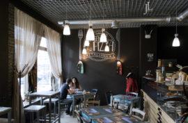 Льняные шторы в ресторане