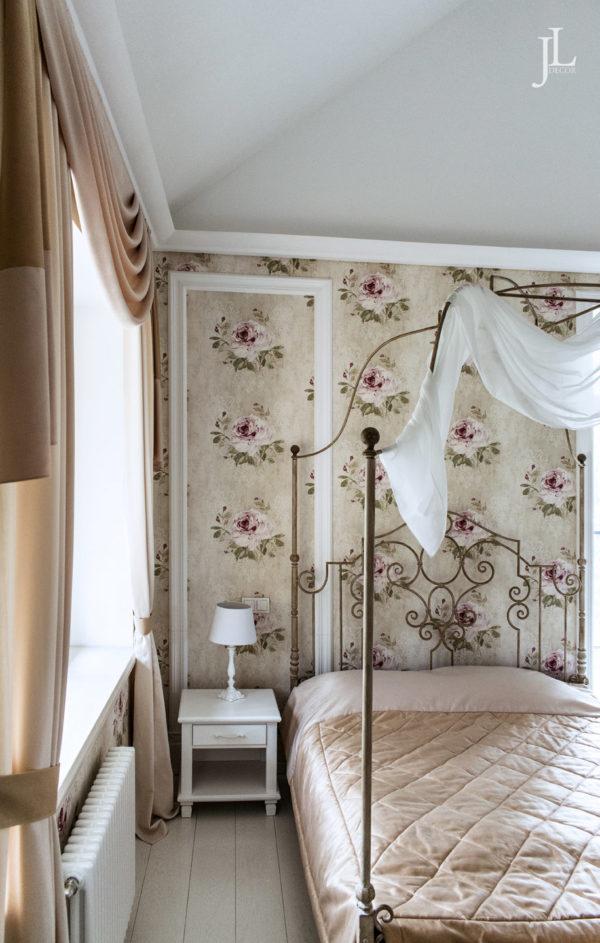 Шторы в спальне прованс
