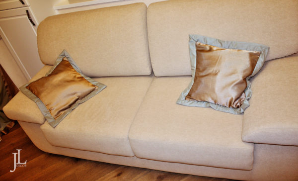Атласные подушки
