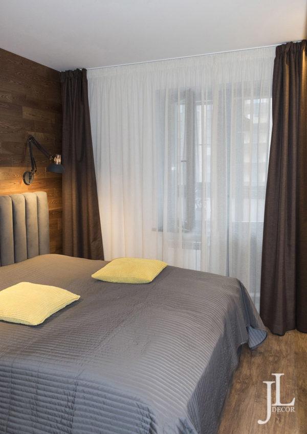 Оформление шторами в спальне.