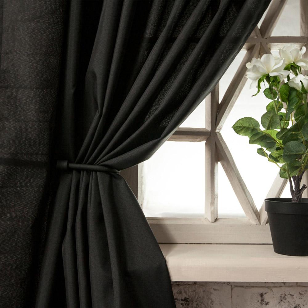 Чёрные шторы.
