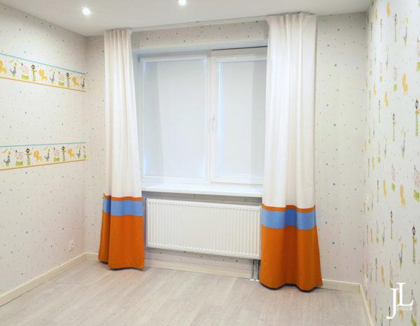 Прямые шторы в детской комнате.