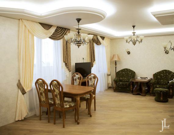Шторы с ламбрекеном в гостиной.