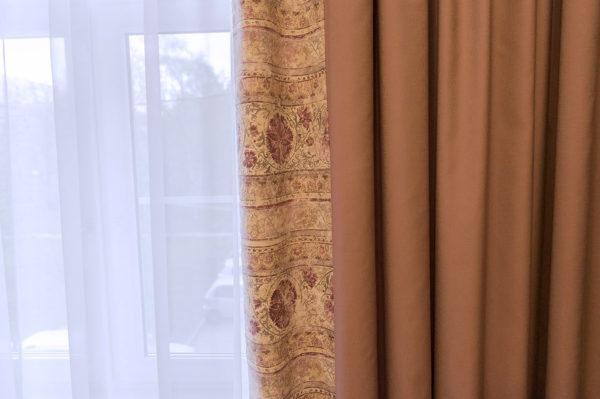 Лиловые шторы.