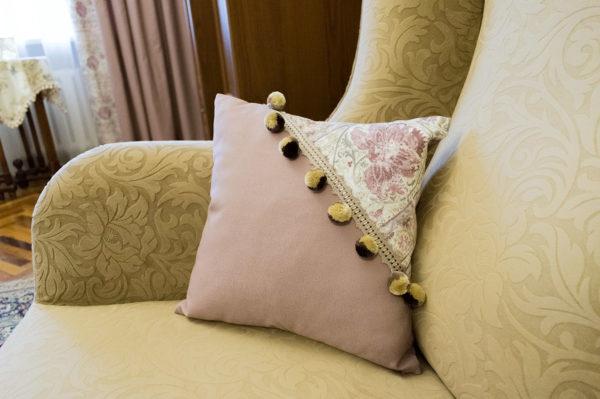 Лиловая подушка.