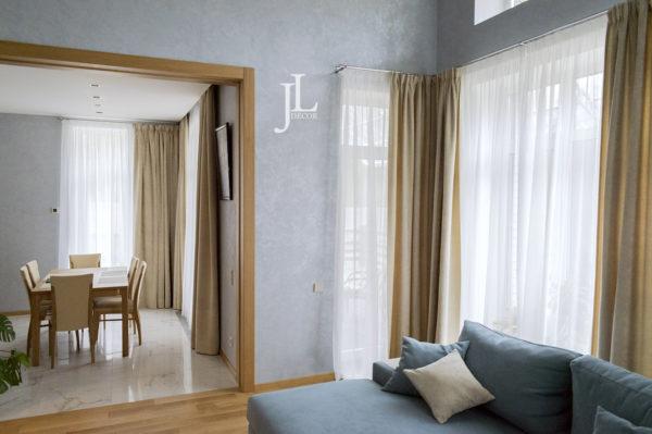 Дизайн штор для светлой гостиной.