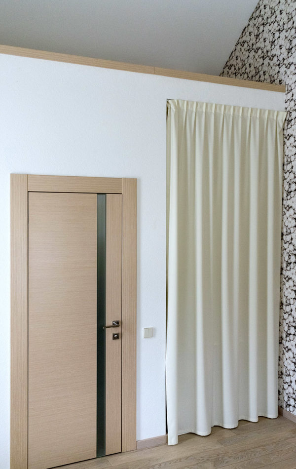 Длинные шторы для гардеробной.