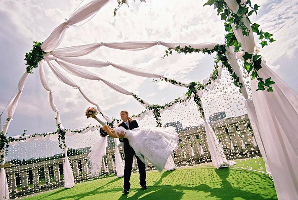 Свадебный текстиль на улице