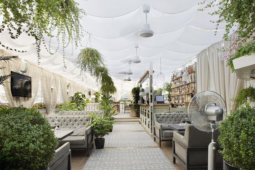 Уличные шторы для ресторана
