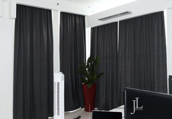 Современные шторы для офиса компании