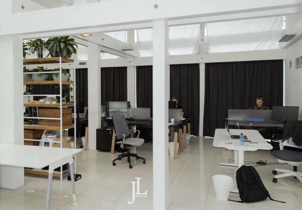 Плотные шторы для офиса компании