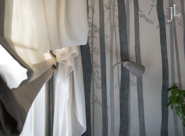 Красивые шторы в интерьере спальни.